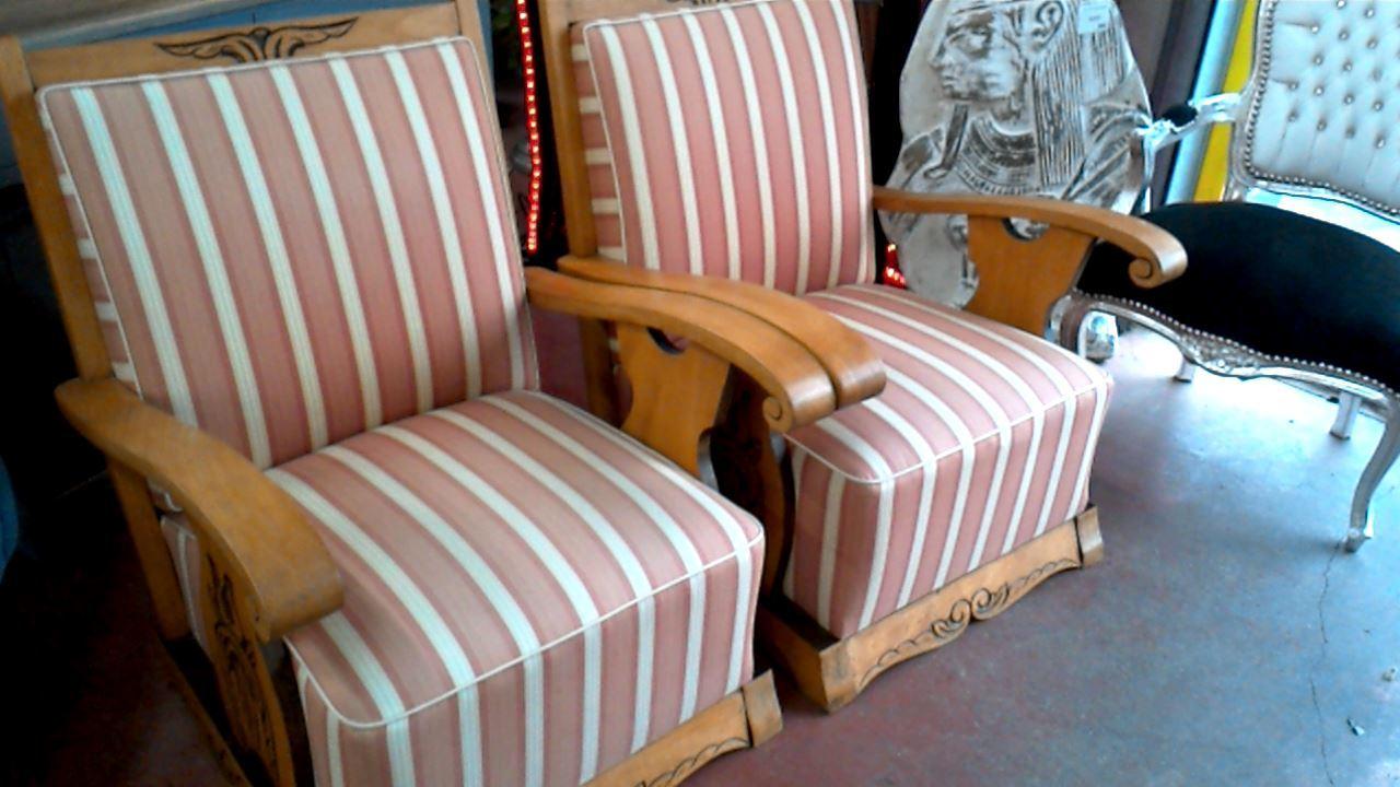 fauteuil tissu raye l 39 unite d 39 occasion. Black Bedroom Furniture Sets. Home Design Ideas