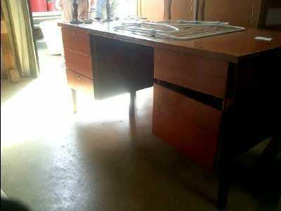 bureau 5 tiroirs d 39 occasion. Black Bedroom Furniture Sets. Home Design Ideas